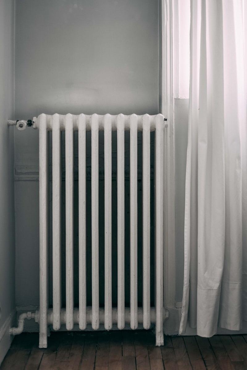 Ett element som värms upp med hjälp av ett vattenburet värmesystem.