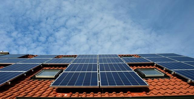 lutande tak med solceller