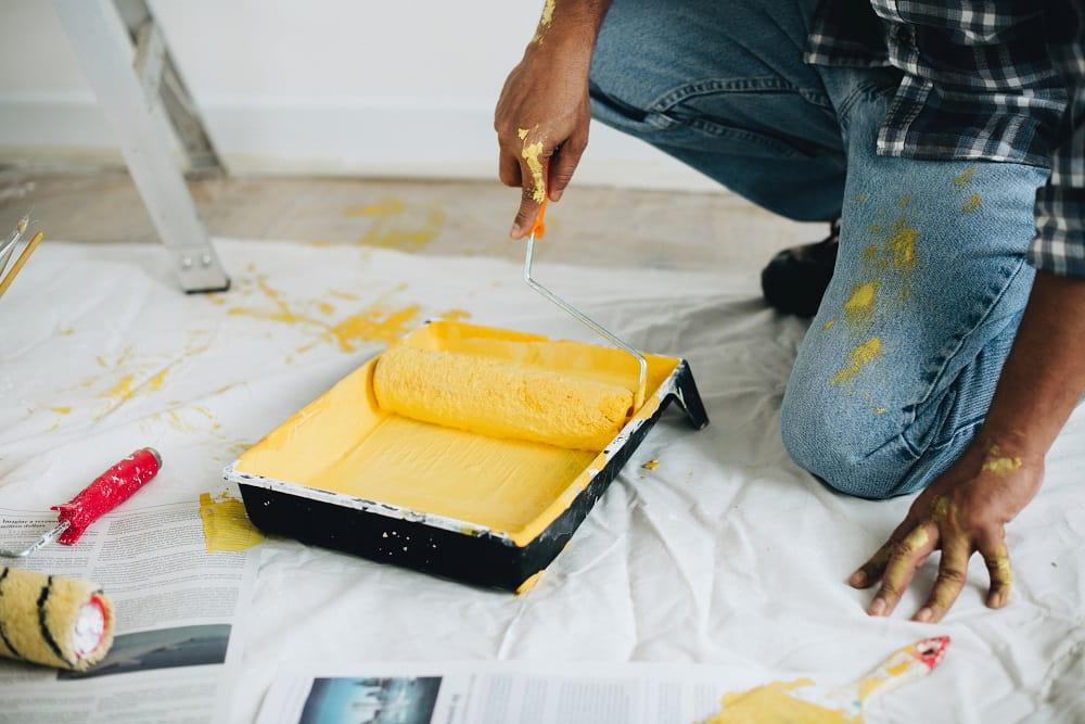En roller med gul färg